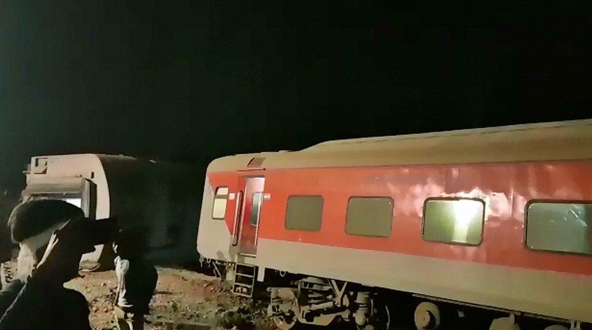 12 coaches of Purva Express derail near Kanpur