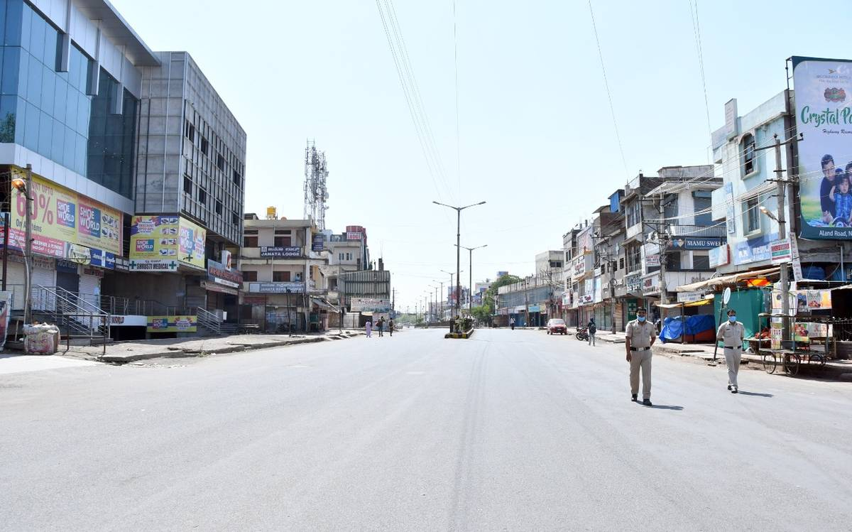 Karnataka govt announces complete lockdown from tomorrow