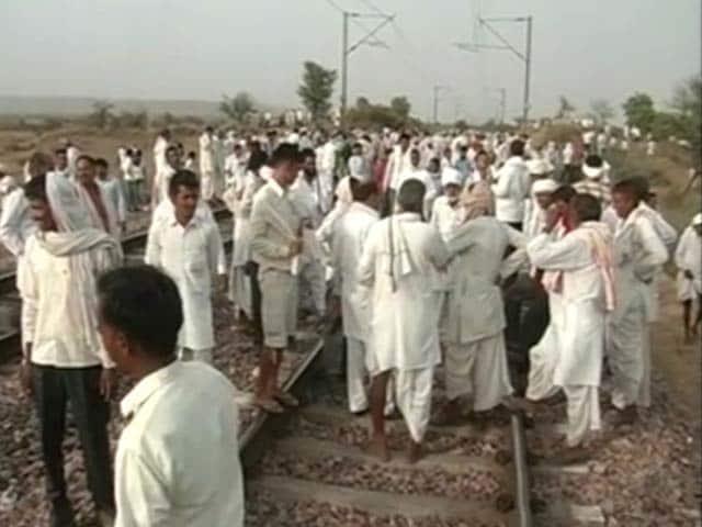 Gujjar community disrupts Mumbai-Delhi Railway track demanding 5% quota in Rajasthan