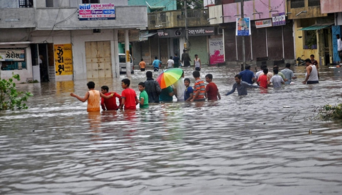 Heavy rain and floods continue to affect normal life in Gujarat and Kerala