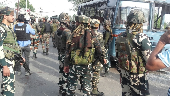 4 injured in clash between protesters, CRPF personnel in J&K