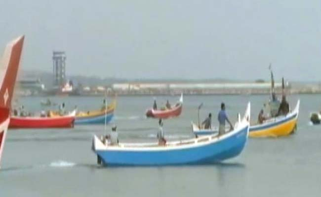 srilankannavyarrestseightindianfishermen
