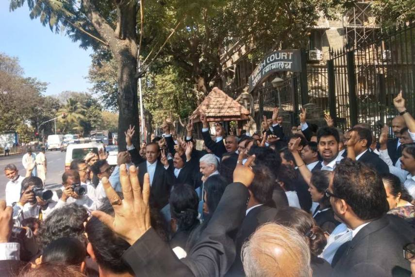 Lawyers march in support of CAA outside Bombay High Court