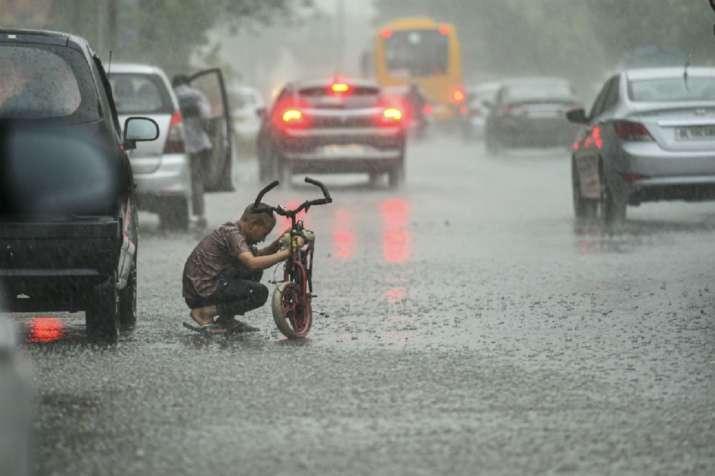 Moderate to heavy rainfall lashes many parts of Delhi