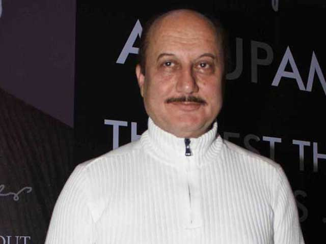 Pak envoy offers visa to Anupam Kher