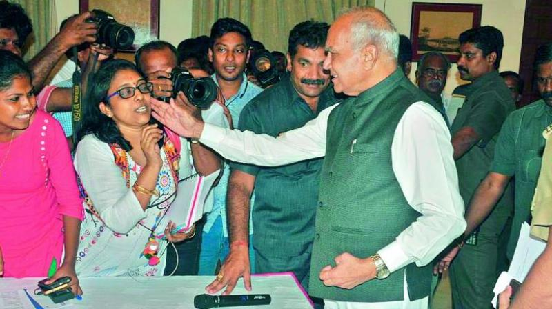TN Governor Banwarilal Purohit patted the cheek of a woman journalist without her consent say journalist.