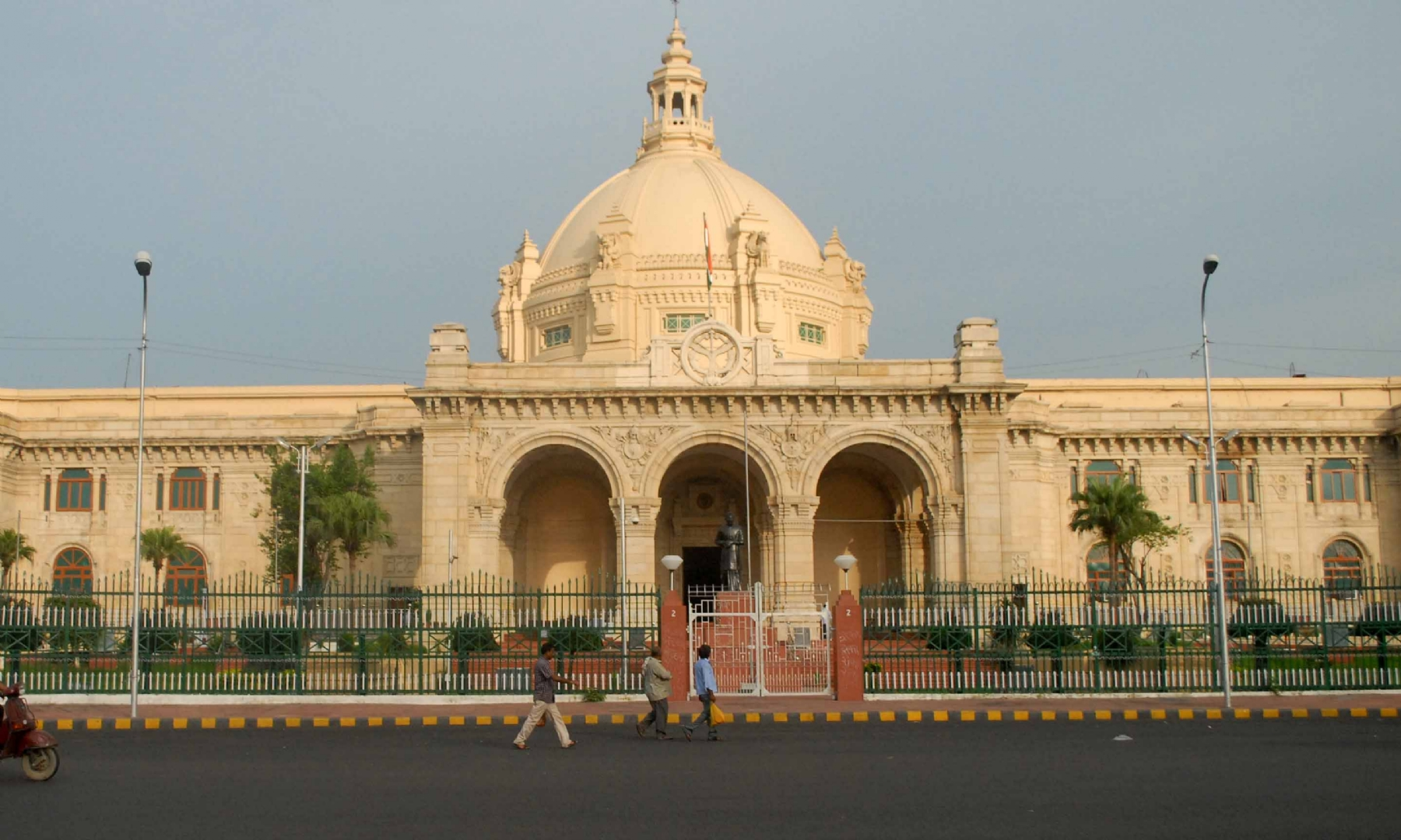 UP govt convenes one-day special Assembly session today
