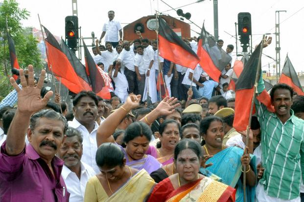 DMK workers hold protests against water crisis in Coimbatore