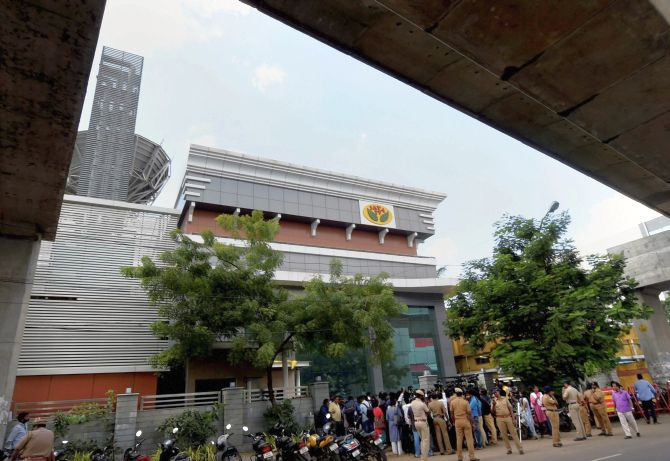 I-T dept detects Rs 1,430 cr undisclosed income in raids on Jaya TV, Sasikala