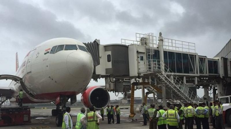 airindiaflighthitsaerobridgeatmumbaiairportnoinjuries