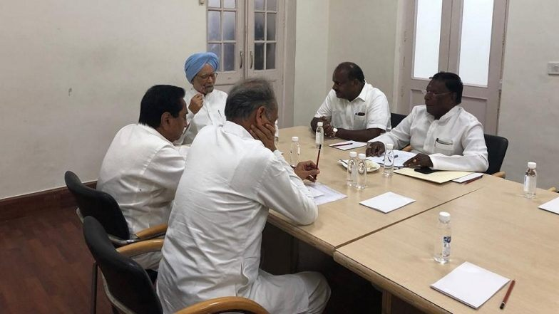 Manmohan Singh holds discussion with CMs of Congress-ruled states