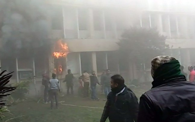 Massive fire breaks out in Gorakhpur govt. hospital