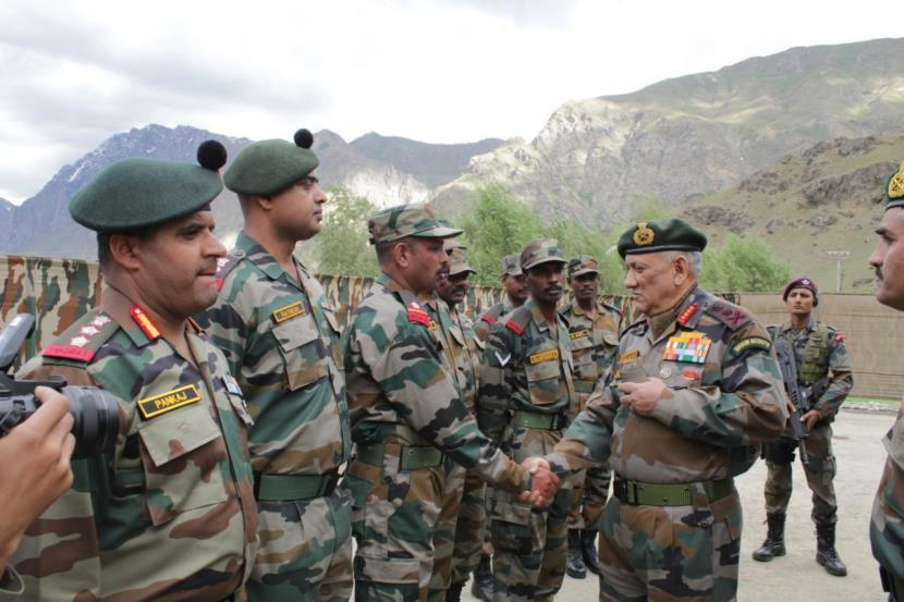 Army Chief General Bipin Rawat visits Dras sector