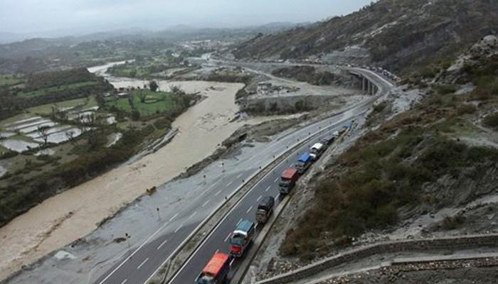 Massive landslide blocks Jammu-Srinagar highway