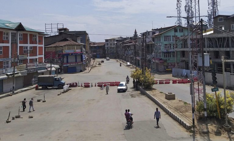 Kashmir internet shutdown pushes hundreds to joblessness