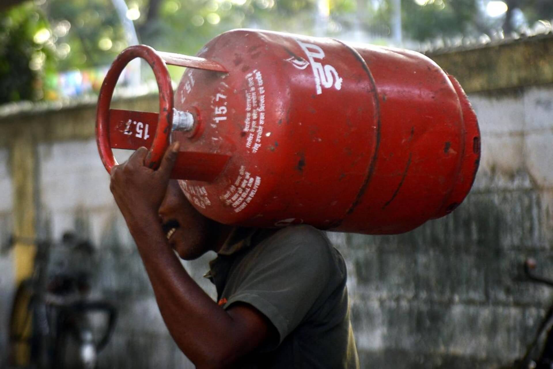 LPG cylinder price raised by Rs.11.50 from June 1