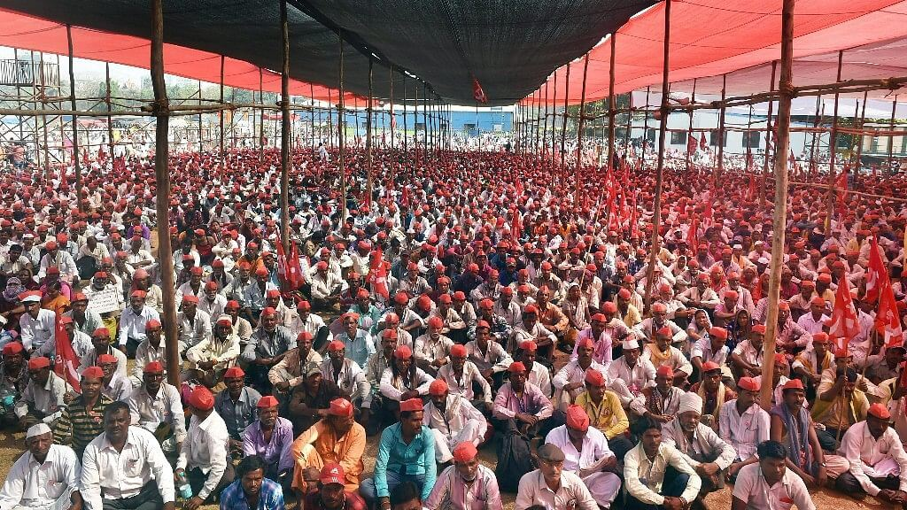 Nasik Farmers march to Mumbai's Azad Maidan for 'dharna' against farm laws