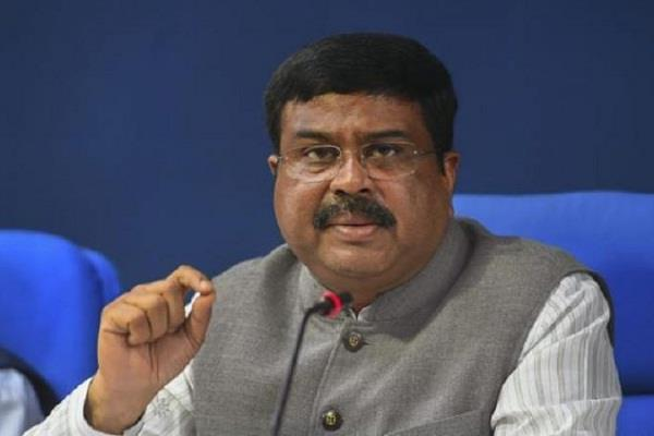 Dharmendra Pradhan Urges Dr Harsh Vardhan to Set Up 19 More PSA Medical Oxygen Plants in Odisha