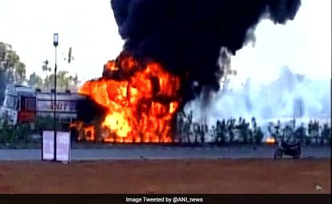 pileuponmumbaiahmedabadhighwayafterchemicaltankerexplosion2dead