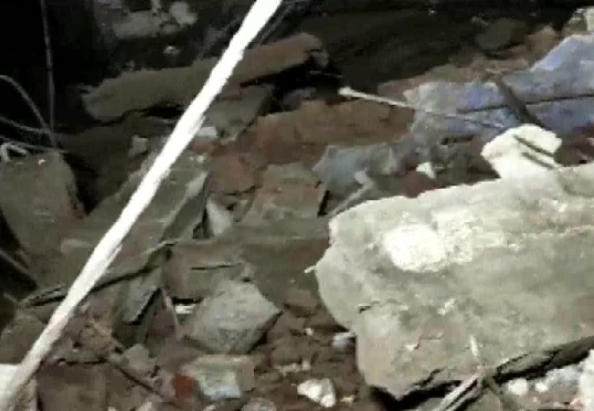 At least 8 people killed, around 20 feared trapped after Bhiwandi building collapse