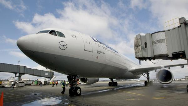 Lufthansa flight get stucks on tarmac at Mumbai airport