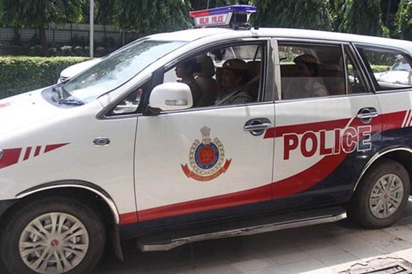 delhi:copsvscopsdcpwifefacefirbycop'sfamilyafterfightoverparking