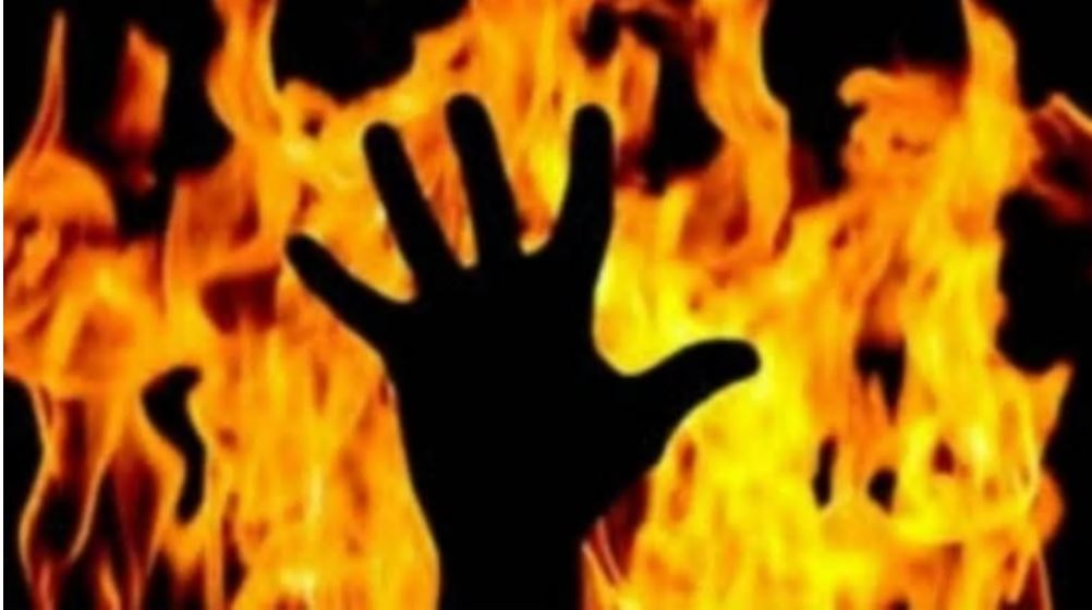 Man dies after setting himself on fire outside girlfriend