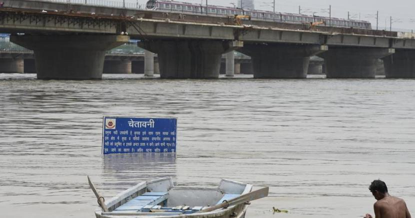 Yamuna flows above danger mark, water level constant for past six hours