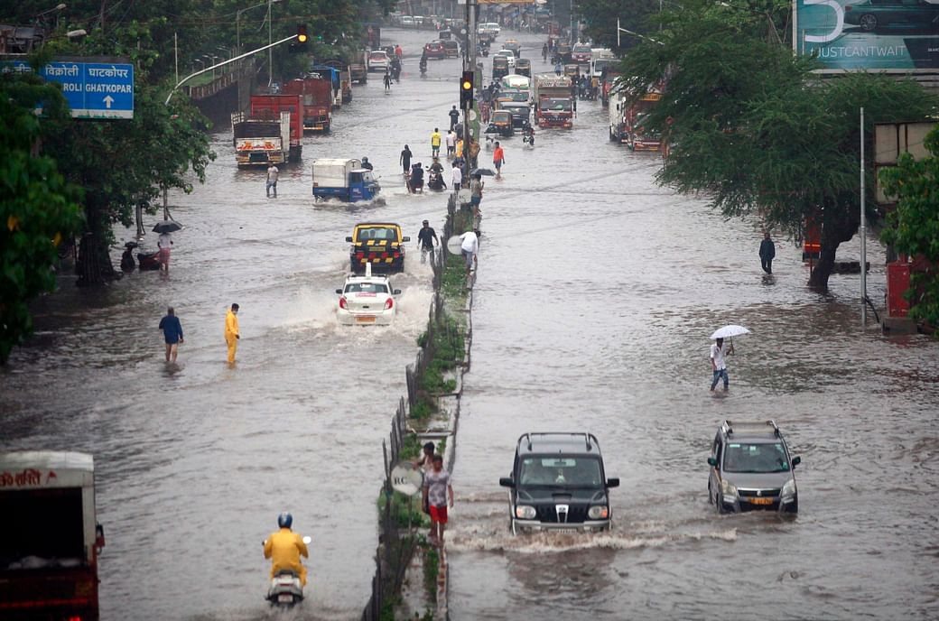 Heavy rains lash Mumbai for second consecutive day