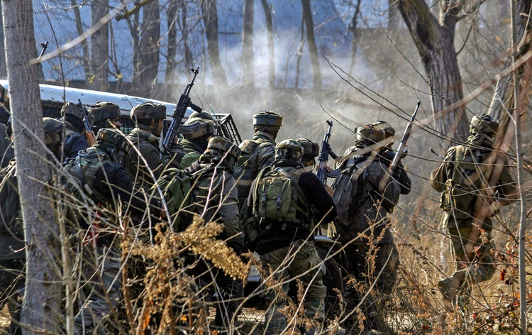 J&K: Three terrorists killed, army jawan martyred in Pulwama encounter