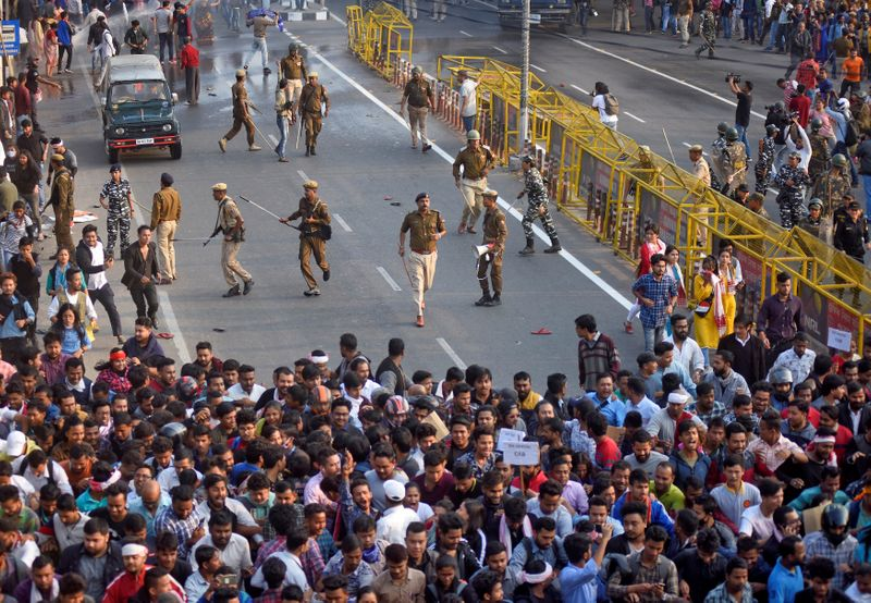 Jamia students protest against Citizenship act in Delhi, police use tear gas