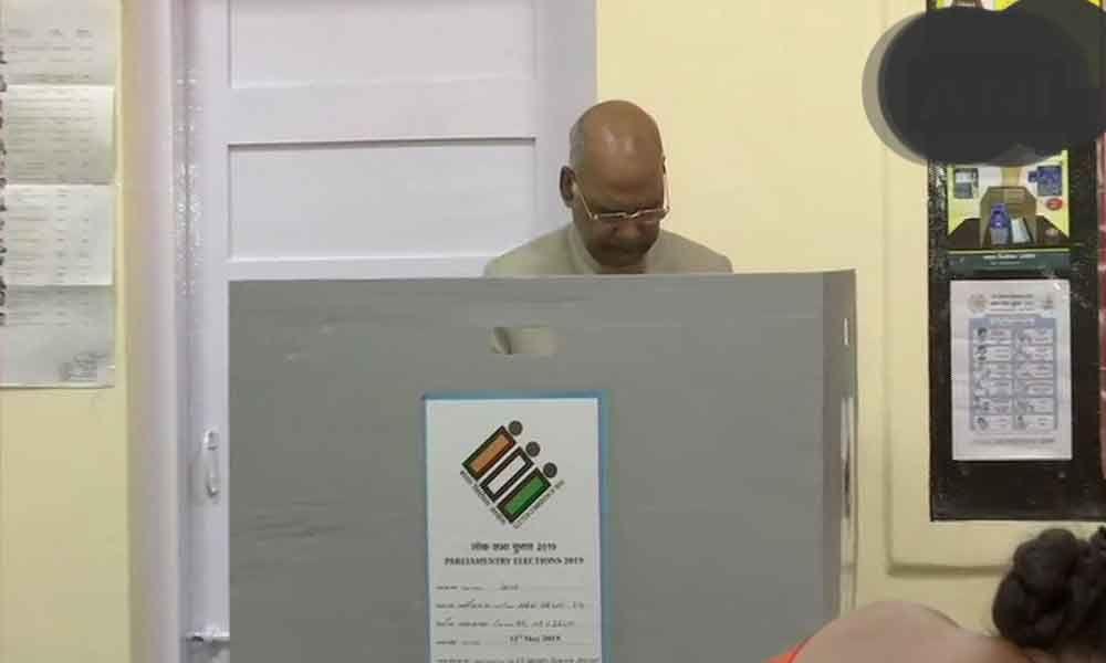President Kovind casts his vote in Delhi