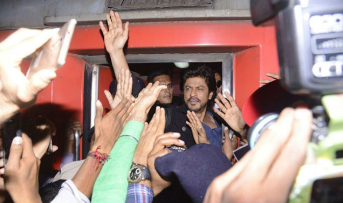 One dies in stampede to see Shah Rukh at Vadodara Railway Station