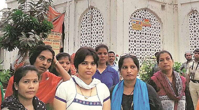 Trupti Desai offers prayers at Haji Ali Dargah