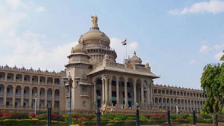 BJP leaders to meet Karnataka Governor today in view of ongoing political crisis