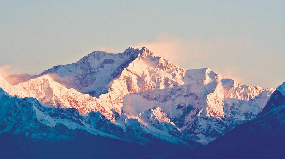 10 mountaineers from Maharashtra summit Mt Kanchenjunga