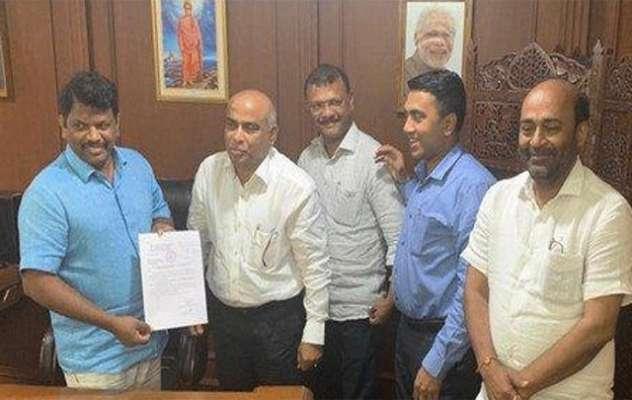 Congress splits in Goa; 10 of 15 MLAs join BJP