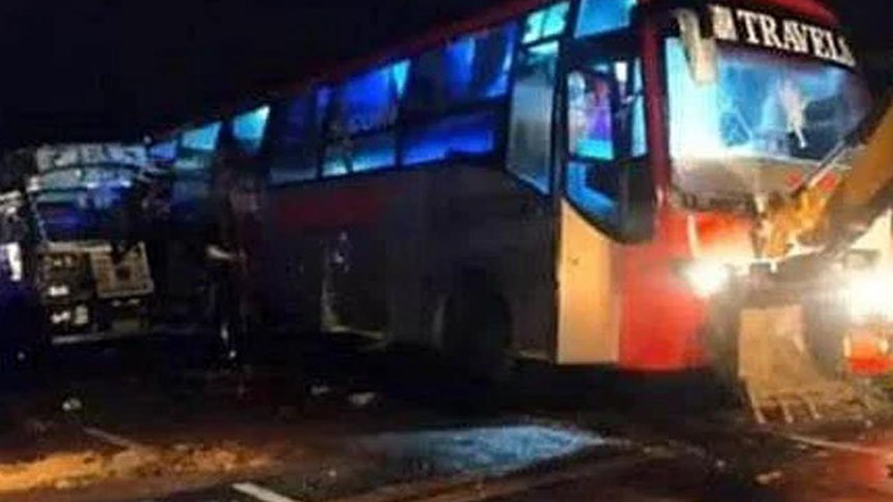 18 killed after a truck rammed into a bus in Barabanki, UP
