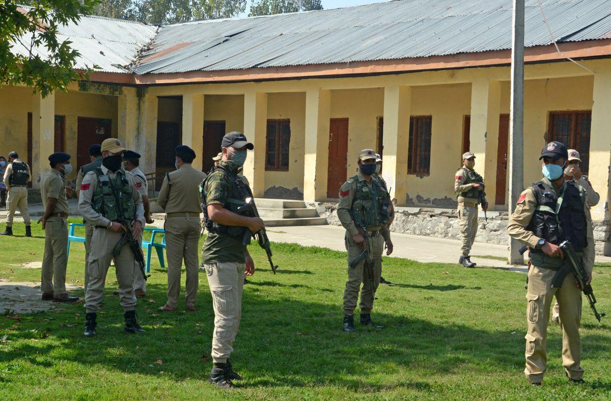 terroristsshotdeadtwoteachersinschoolinsrinagar