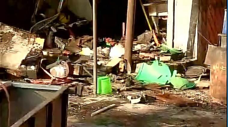 delhi:twofiremenkilledtwoinjuredinvikaspuricylinderblast