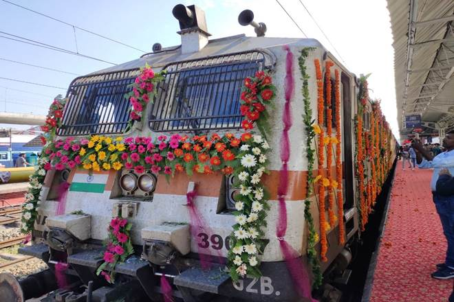 UP CM flags off Tejas Express at Lucknow Junction