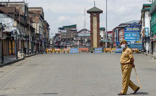 Covid curfew imposed in parts of Srinagar