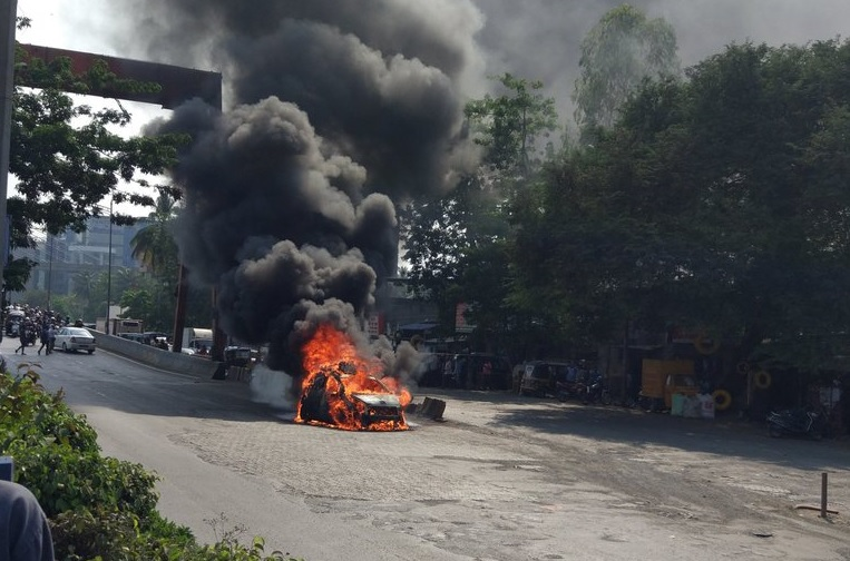 Car catches fire on Andheri flyover in Mumbai