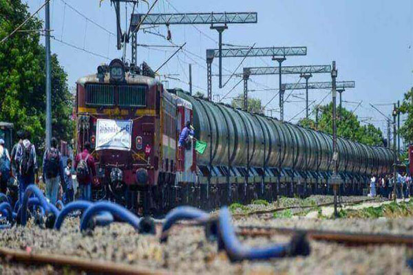 Two Trains stopped on same track at vellore