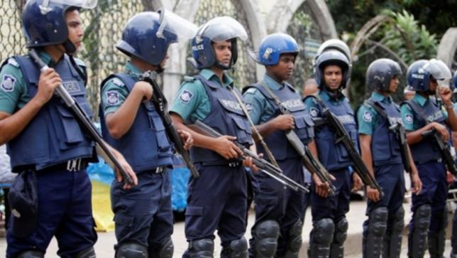 bangladeshpolicearrest3suspectsinvolvedintraffickingmorethan1000womentoindia