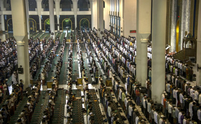 Fasting month of Ramadan begins across the country