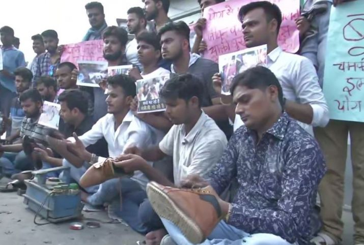 People in Patna polish shoes to collect money for AES-affected children