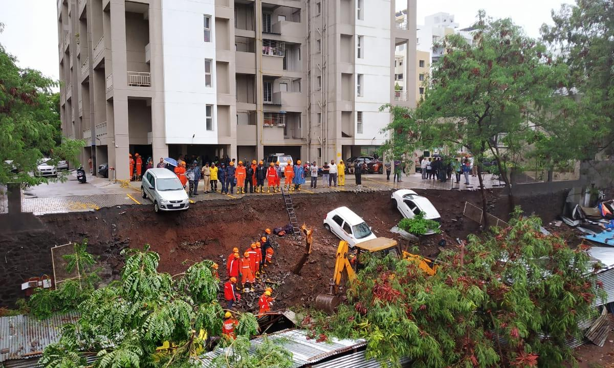 15 people killed after 60-ft wall collapsed in Pune