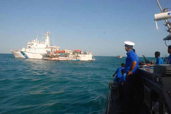 Seven TN fishermen arrested by SL navy