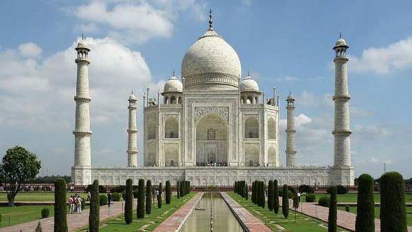 Taj Mahal vacated after hoax bomb call